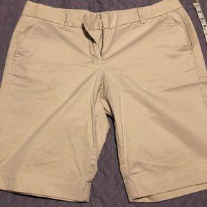 Ann Taylor kaki Bermuda shorts